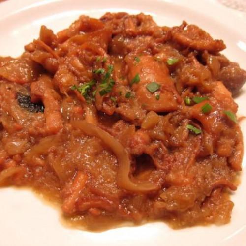 calamar con cebolla y tomate