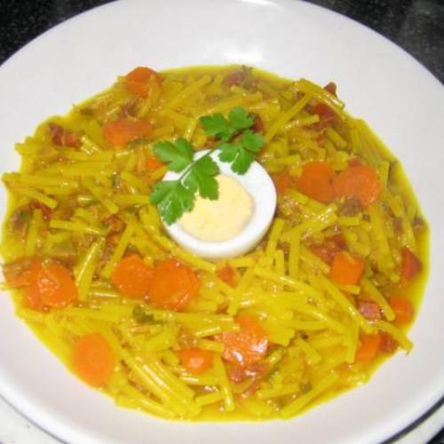 cazuela de fideos con verduras y carne