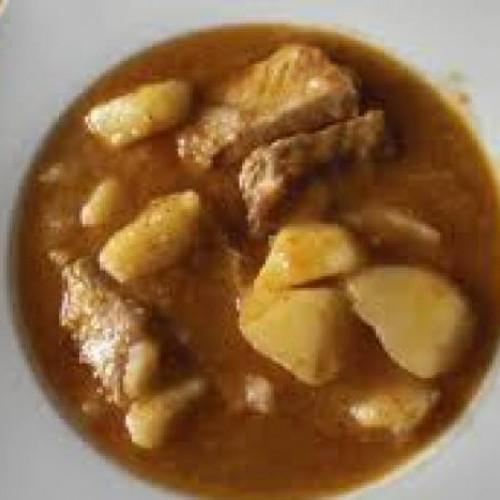cazuela de patatas con costillas y setas