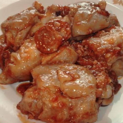 manitas de cerdo con tomate y un toquecito picante