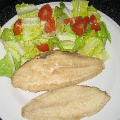 lenguados fritos con ensalada