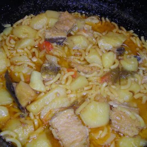 patatas y fideos con bacalao