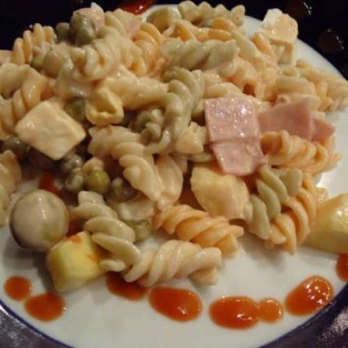 ensalada de pasta y piña