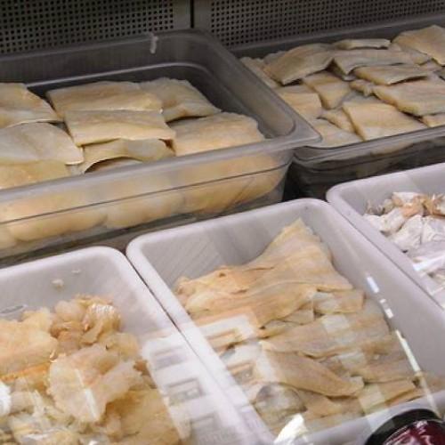 tortillitas de bacalaos sevillanas con gambas y azafrán