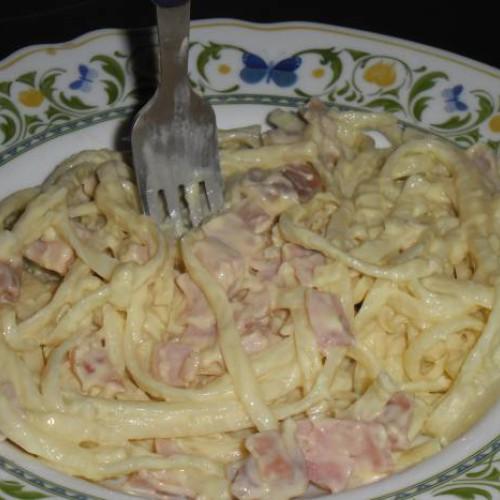 espaguetis carbonara al queso