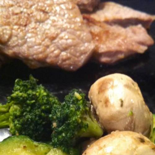 verduras rápidas al vapor con esencias de ajo y perejil