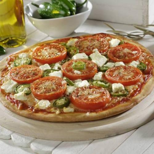 Pizza de tomate y jalapeños