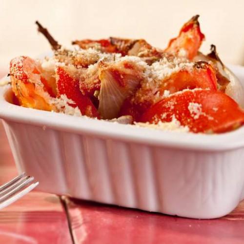 Cebollas y tomates al horno