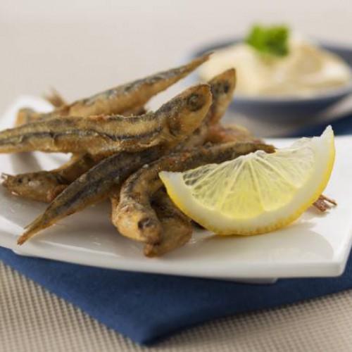 Pescaíto frito con mayonesa cítrica