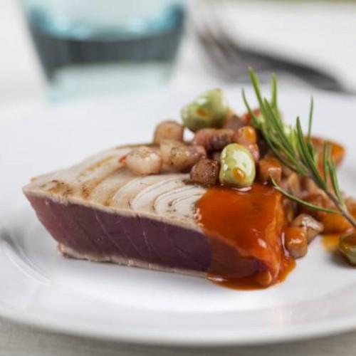 Lomo de atún a la parrilla con salsa de ñoras