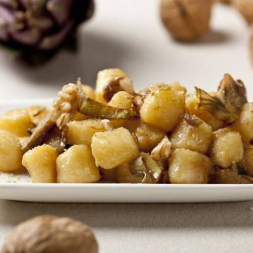 Salteado de patatas con alcachofas y nueces