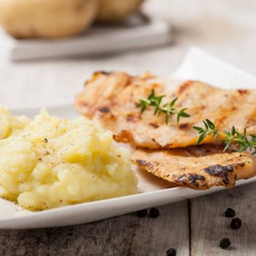 Pavo a la plancha con puré de patatas