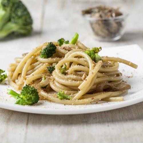 Pasta con anchoas y brócoli