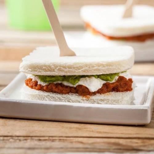 Sandwich de tomate y pesto