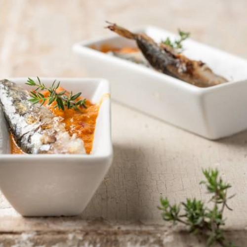 Sardinas con salsa de pimientos