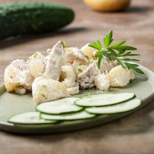 Ensalada de pollo con mayonesa y pepino