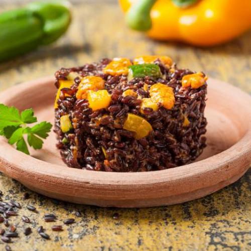Ensalada de arroz venere y pimiento