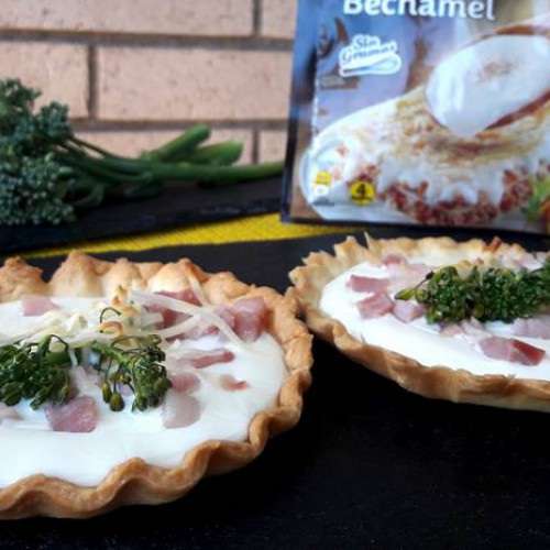 Tartaleta de bimi con bacon y bechamel