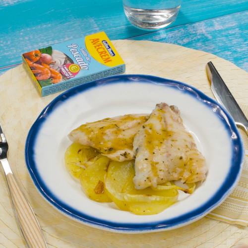 Bodegón con producto dorada al horno con patatas y cebolla
