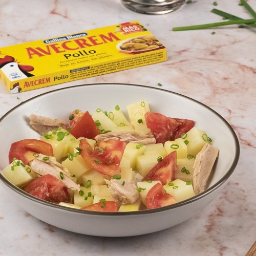 Bodegón ensalada de patata de verano con producto