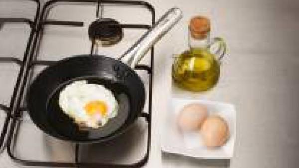 Fríe los huevos
