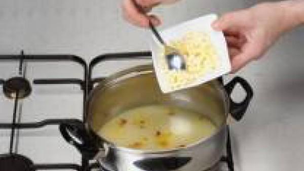 Segundo paso sopa de verduras y huevo duro