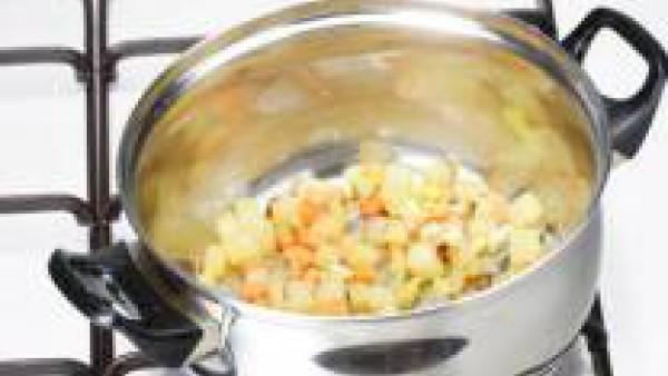 Primer paso sopa de verduras y huevo duro