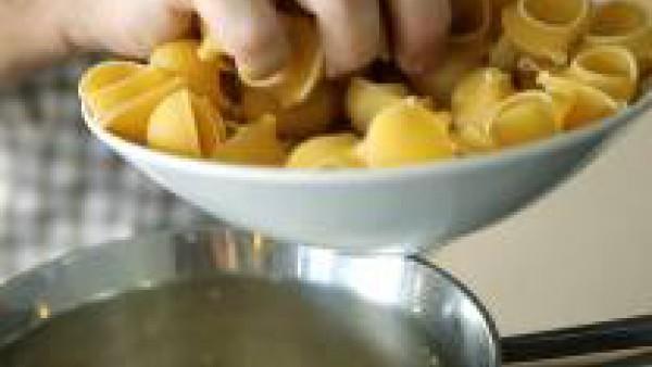 Calentamos de nuevo y cocemos el galet El Pavo, en el caldo como se indica en el envase. Servir bien caliente y disfrutar.