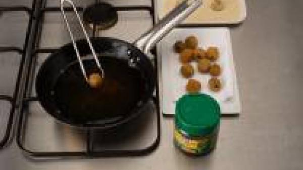 Fríe en aceite moderado, 170ºc y escurre en papel absorbente. Se puede espolvorear con una pizca de Avecrem Caldo de Pollo