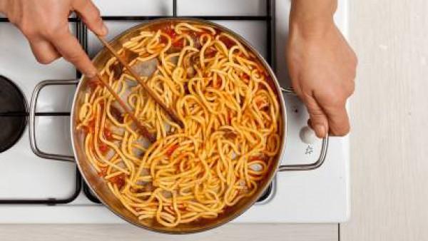 Cómo preparar Espaguetis con jamón y setas. Paso 3