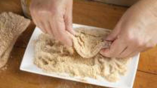 Fríe las pechugas en el aceite de oliva bien caliente.