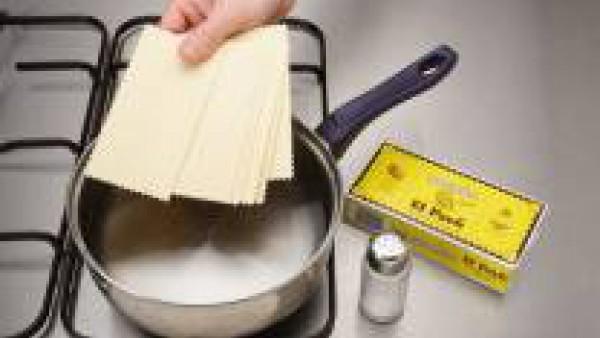 Prepara las placas de lasaña siguiendo las instrucciones del paquete.