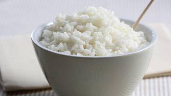 Añade la nata al jugo de la cocción y vierte sobre la carne. Sirve acompañado de arroz blanco, puré o pasta.