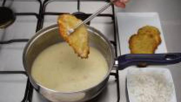 Incorpora las escalopes a la salsa y cuece 5 minutos más. Acompaña con patatas o arroz blanco.