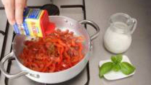 Primer paso crema fría de tomate, pimiento y albahaca