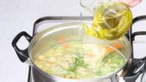 Segundo paso sopa de verduras con maiz