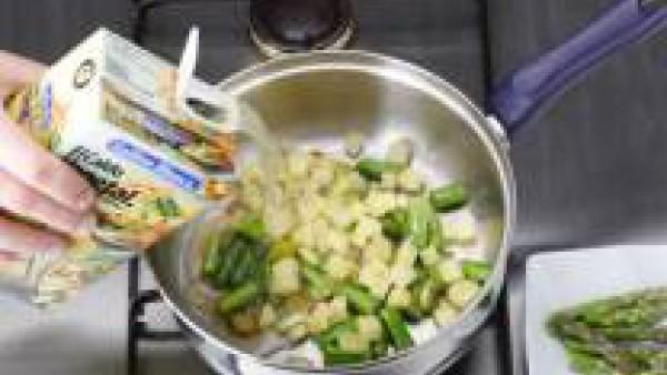 Cubrir con el de Caldo Casero de Verduras 100% Natural y cocer en olla rápida 3 minutos