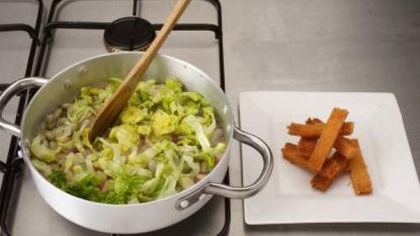Cómo preparar Cazuela de habas con jamón-Paso 4