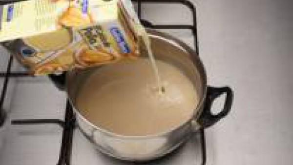 Ponlas en una cazuela con un trozo de mantequilla y el caldo, deja cocer unos minutos y sirve caliente, con picatostes de pan frito o tostado.
