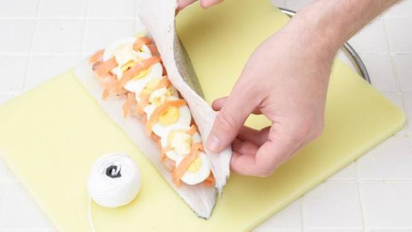 Rellena con esto la merluza y coloca encima unas nueces de mantequilla.