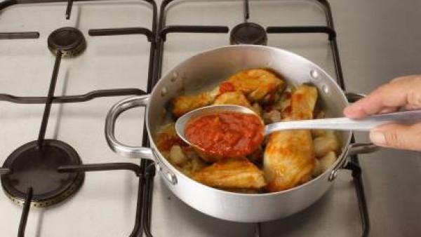 Segundo paso guiso de pollo con pimientos