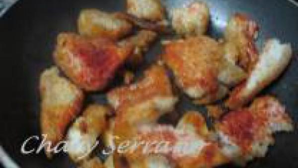 Patatas guisadas con pez espada Paso 1