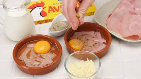 Sobre el huevo crudo, espolvorea una pizca de Avecrem y un poco de queso rallado.