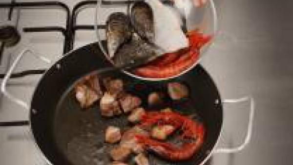 Primer paso paella de conejo y marisco