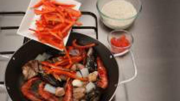Segundo paso paella de conejo y marisco