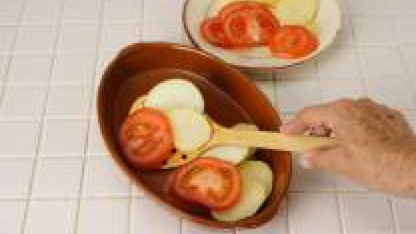 En una sartén con un poco de aceite de oliva y a fuego fuerte, asarlo a la plancha superficialmente hasta que se doreEn una sartén con un poco de aceite de oliva y a fuego fuerte, ásalo a la plancha s