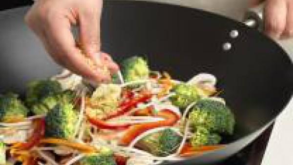 Cómo preparar Salteado de verduras al estilo oriental - paso 2