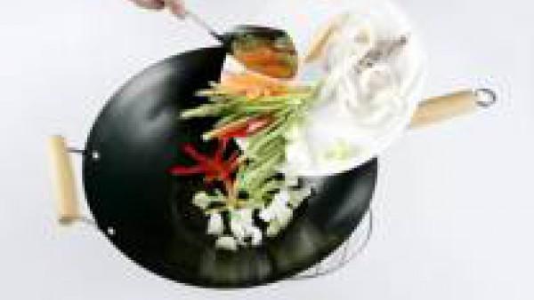 Cómo preparar Wok de verduras y calamares - Paso 2