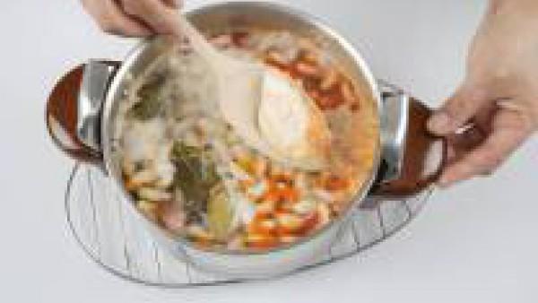 Pon a calentar el conjunto a fuego lento y arráncale un hervor.