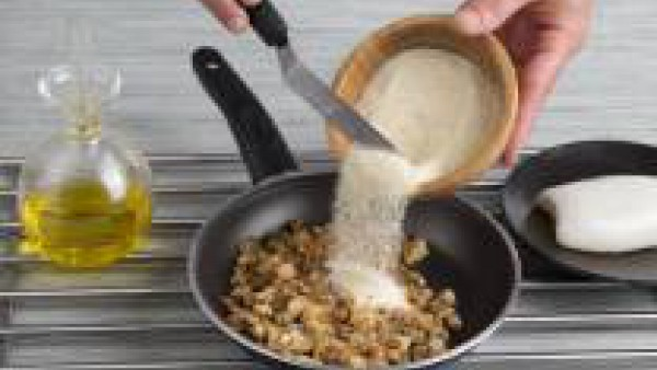 Cómo preparar sepia rellena de bacalao y langostinos - paso 2